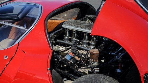 Alfa Romeo Tipo 33 Stradale engine