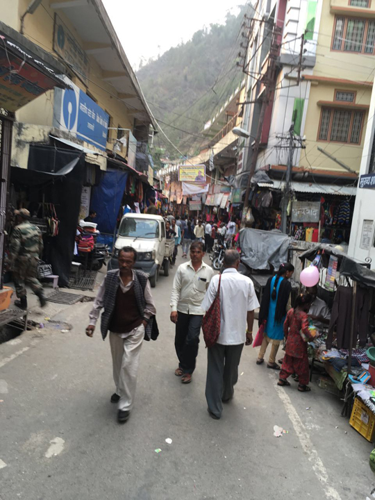 The typical narrow lanes of Indian hill town markets as seen in the Uttarkashi market; Photo: Swarjit Samajpati
