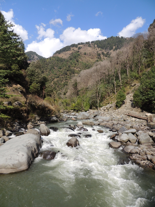 All senses focus on the raging waters of the Uhl river enroute to Barot; Photo: Abhishek Kaushal