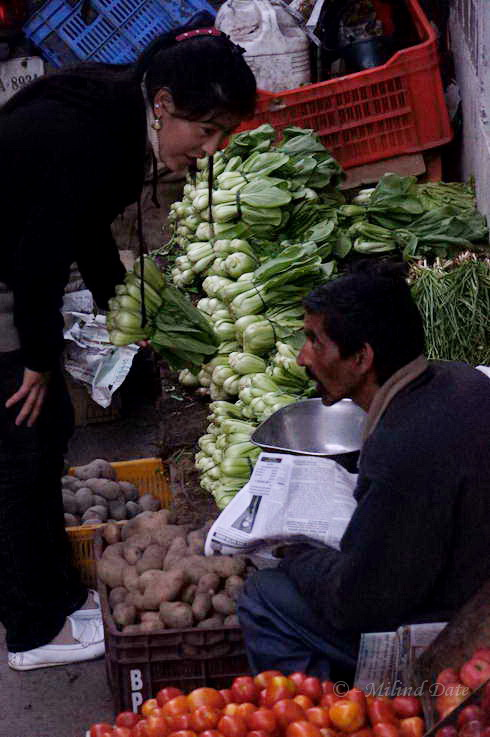 A good bargain is always an interesting conversation. Photo: Milind Date.
