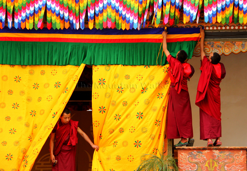 More help arrives to help in the preparations for the King's arrival at Punakha Dzong ; Photo: Kaushik Naik