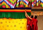 Supportive helping hands at Punakha Dzong, preparing for the arrival of the King; Photo: Kaushik Naik
