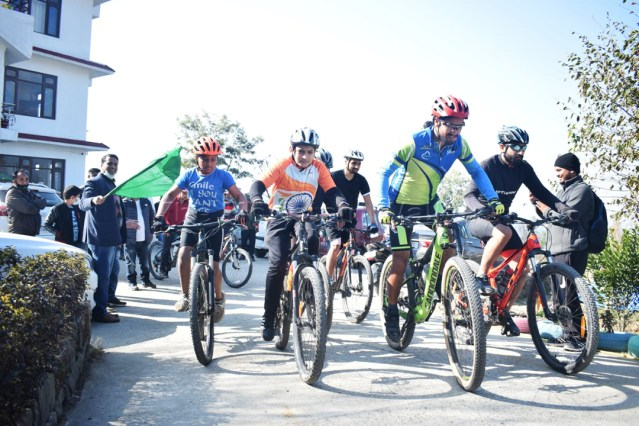 Flag-off at the Kangra event