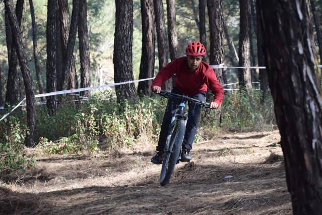 Full focus on the trail during the Kangra event