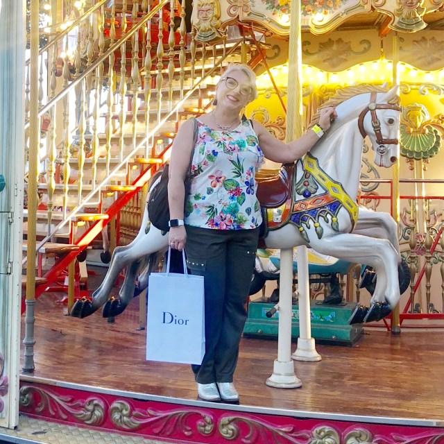 50 ans, miu miu, jadior, Alison, Dior, boutique, quinqua, Chanel, Luxe, mucoviscidose, shopping, Vuitton, bubulle story, handicap, silver,