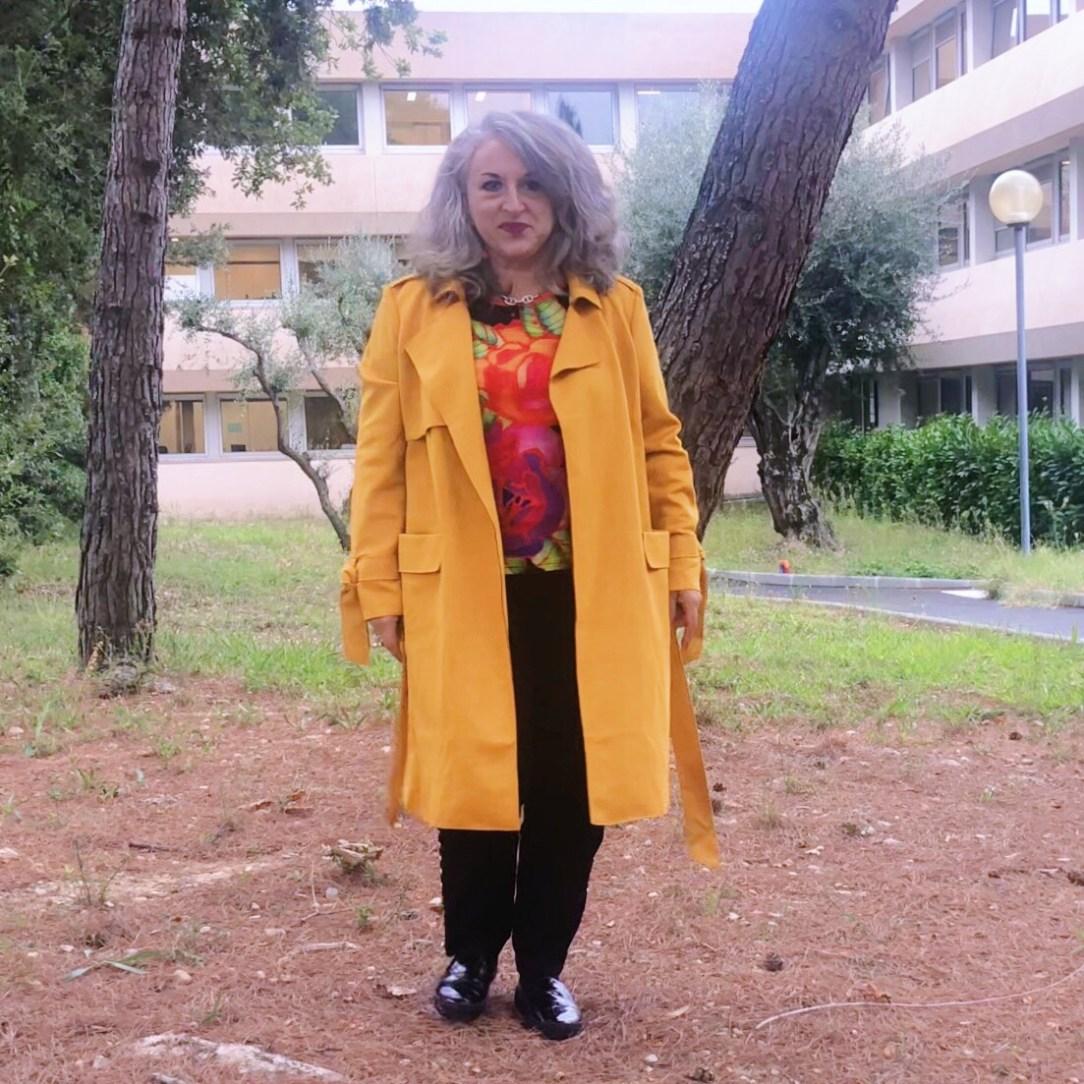 50 ans, Mode, orange, tendances, idee look, trench, cache cache, Fashion, quinqua, vitamine, trench-coat,