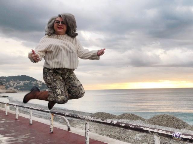 teambeautesmajuscules, fashion addict ECO, tendances, nice, 50 ans, Happyjump, idee look, noel, upfordown, ECO, christmas, s'envoyer en l'air, jott, quinqua, tcap21, look, Mode, Fashion, doudoune, père noël, retouche photo, Instagram, illusion