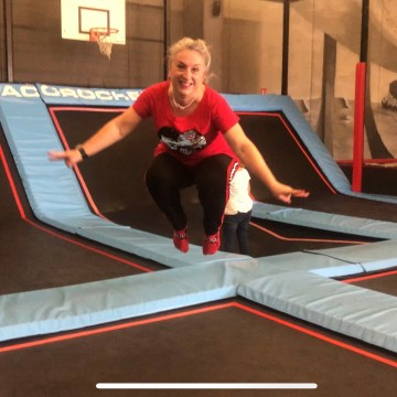 Trampoline, dilemme, 50ans, fin des vacances, plaisir des yeux, reprise, salto, video, voyage, antiage, quinqua, Youtube, etatsdespritduvendredi, radio france bleu, silver, travel, les états d'esprit du vendredi, quadra, Mode, themouse, Fashion, chronique, beautytube, eev,