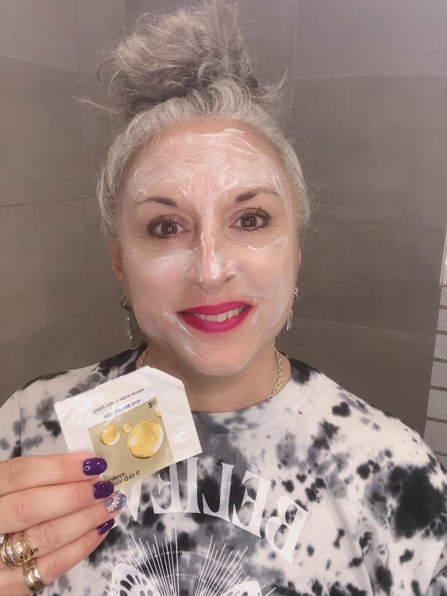 beurredekarite, beauty, makeup, huiledepepinsdegrenade, silversisters, eaufloralederose, lidl, silverhair, vitamineE, maskchallengeunecitadine, makeupgeek, Q10, mask, masque,