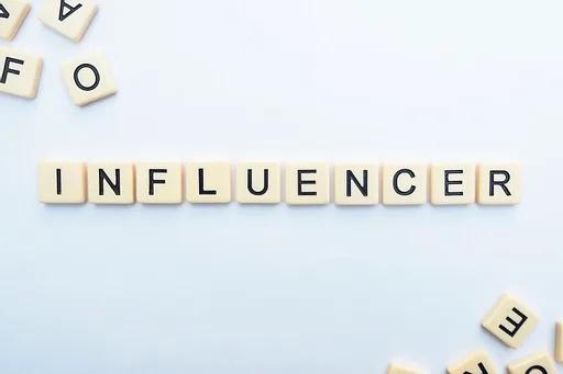 Prod, influence, hebdo live, achat de follower, Beauté, achat de like, beauty mag senior, bonnes et mauvaises pratiques, live, hebdo show, partenariat, nouveautés, algorithme, hebdomadaire, Mode,