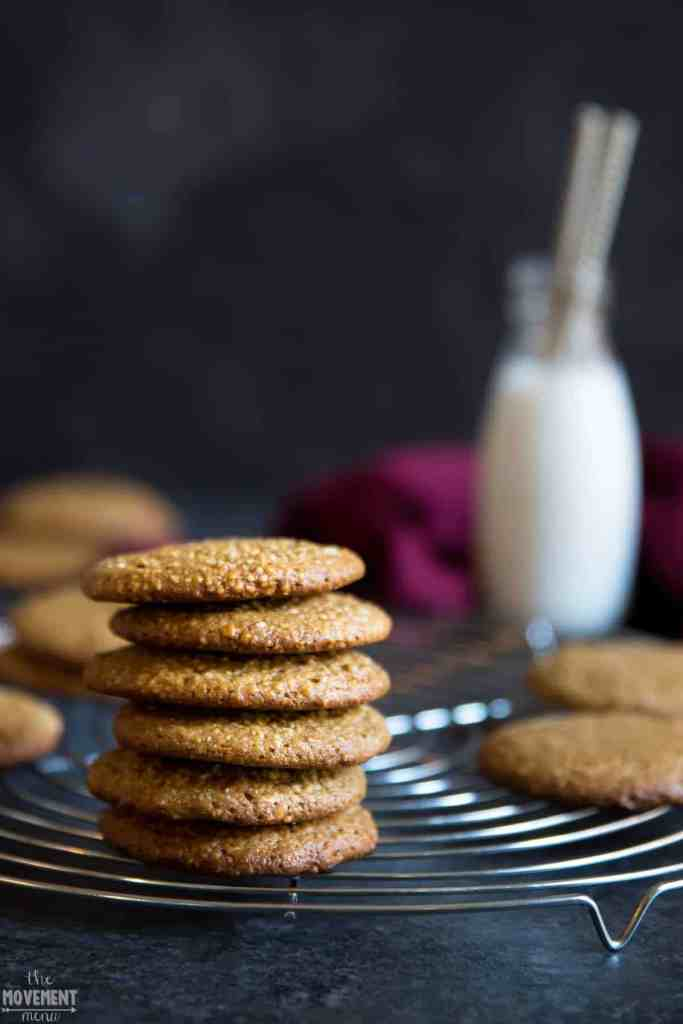 Best Paleo Gingerbread cookies. Paleo diet dessert recipes. Easy healthy paleo treat. Healthy baking.