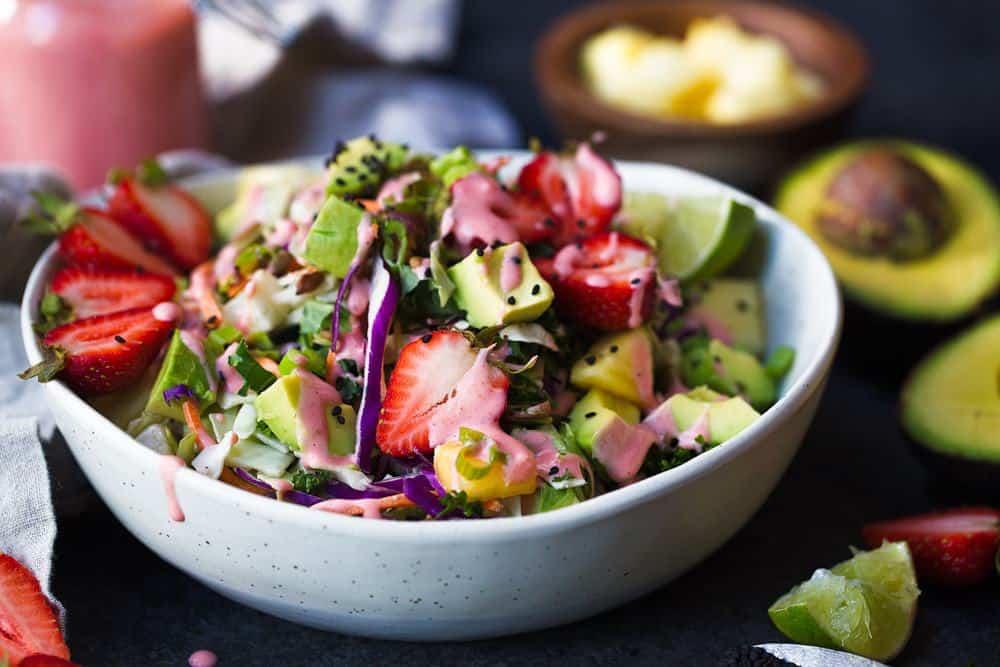 Paleo Strawberry Avocado Salad recipe. EASY PALEO SALAD. Paleo salad recipes. Healthy, homemade paleo salads. Dairy free summer salad. Paleo recipes. Paleo lunch recipes. Easy paleo recipes. Paleo lunch on the go.