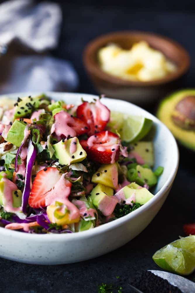 Paleo Strawberry Avocado Summer Salad recipe. Easy paleo salad recipe. Quick paleo salads. Paleo salads.