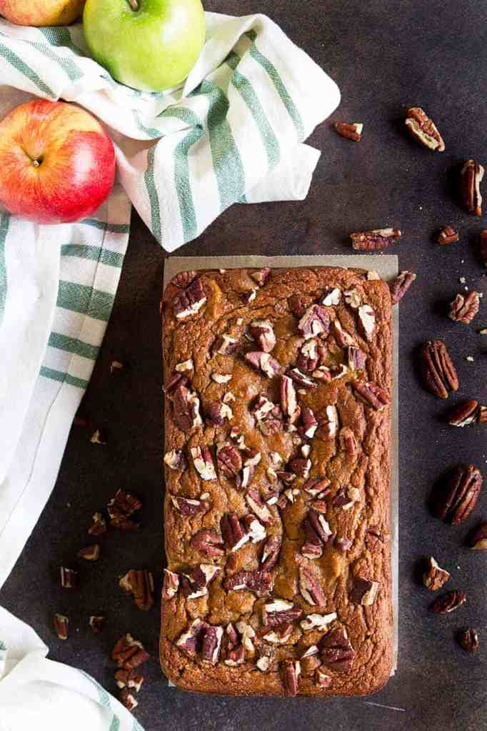Paleo Apple Pecan Bread that is fully of all the warm spices and the perfect breakfast, snack or dessert. This paleo bread is gluten free, grain free and refined sugar free. Paleo bread recipes. Paleo desserts. Gluten free apple bread. Gluten free pecan bread.