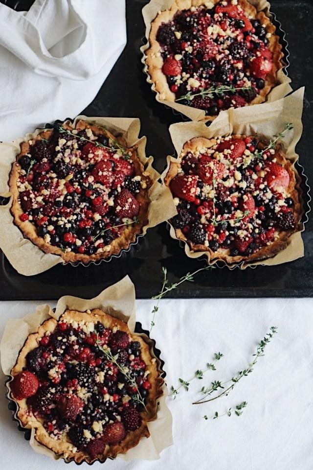 Tarta de crumble y frutos del bosque