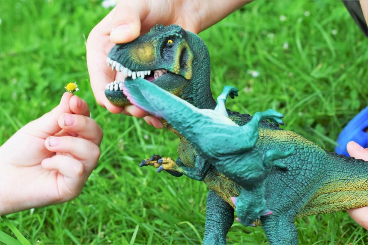 T-Rex eating Psittacosaurus Schleich Dinosaurs