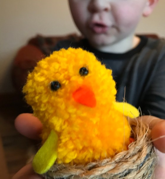 make your own Easter chick and nest. Easy Easter Craft Activity