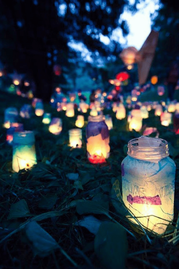 32 Stunning Summer Party Ideas You Need To Try Right Now #gardentealights #jarlights #candleholders #partyideas #gardenparty #summerfun