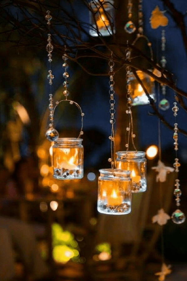 32 Stunning Summer Party Ideas You Need To Try Right Now #hangingtealights #partydecor #partydecorationideas #gardenparty #pretty