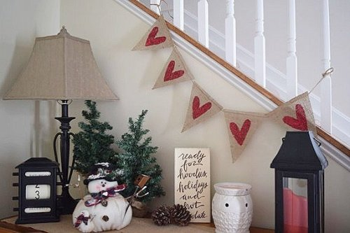 14 Stunning Valentine's Day Decoration Ideas you Will Seriously Fall In Love With This Year! #valentinesdaydecorationideas #valentines #valentinesdaycrafts #valentinesdecor Valentines decor for the home, valentines burlap banner