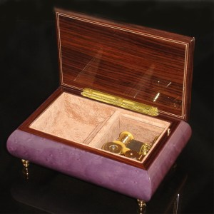 Italian Jewelry Box Plum 04CF opened no cover