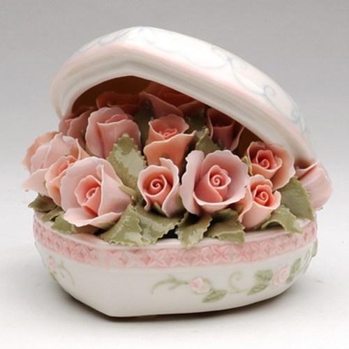 Porcelain musical Heart Bouquet