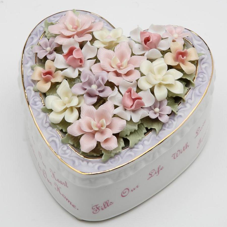 {prcelain musical Daughter Heart Box