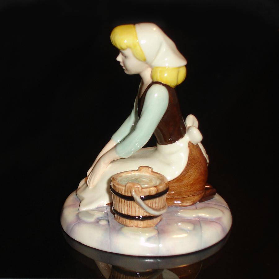 Cinderella Royal Doulton Dreams side-view