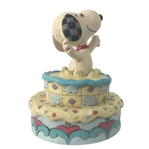 Snoopy-Birthday-Cake-side-view