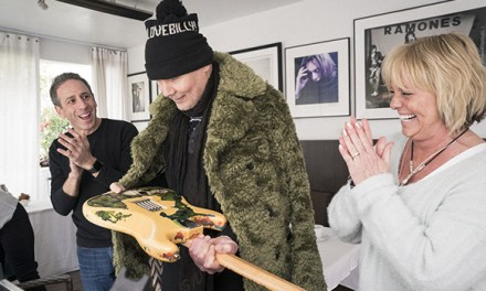 Billy Corgan reunited with long lost guitar