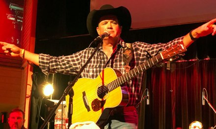 Tracy Byrd treats sold out Bakersfield crowd