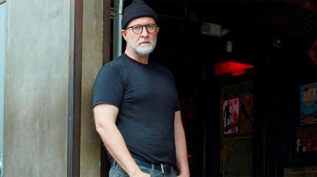 Bob Mould announces 2022 UK & Ireland dates; unboxes fourth 'Distortion' set