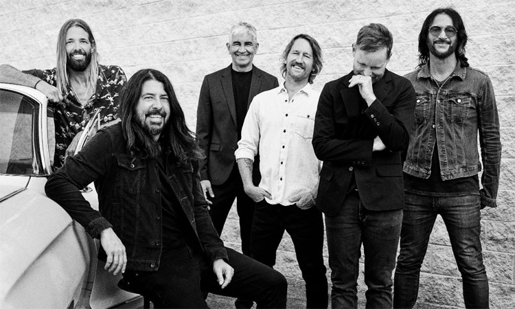 Foo Fighters dedicate MSG show to late stage manager