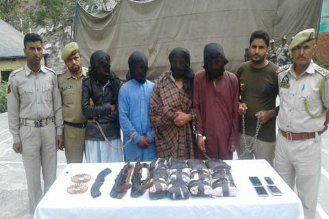 North Kashmir :  With Arms And Drugs, Police Seizes 2 Vehicles