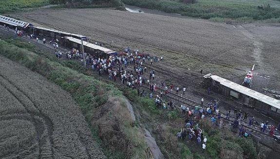 Turkey train disaster leaves 24 dead, hundreds hurt