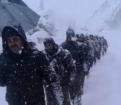 SHO Sonamarg, team had narrow escape on Zojila during snow avalanche on Wednesday