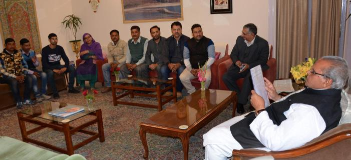 PHE Daily Wagers meet Governor
