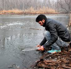 Cold wave engulfs Kashmir ahead of Chillai Kalan