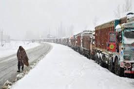 Fresh snowfall closes Jammu-Srinagar highway