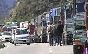 Flip-flop on highway as hundreds Kashmir-bound vehicles stranded on Saturday