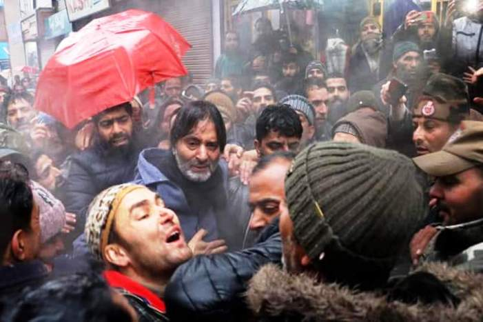 Malik leads JRL protest against plight of Kashmiri prisoners, arrested