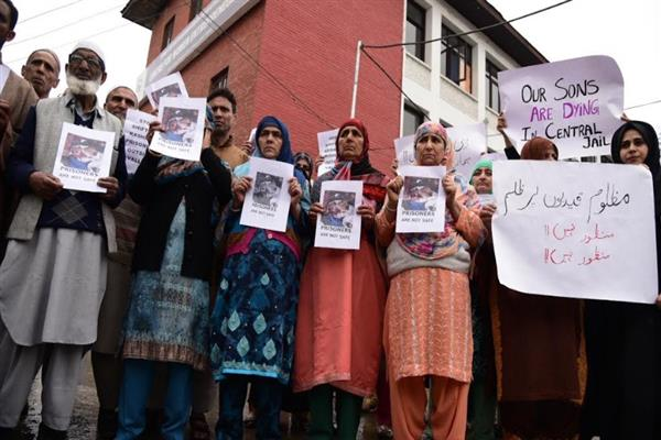 Central jail Srinagar: Families of inmates protest, demand withdrawal of FIR