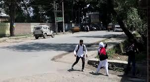 Clashes erupt outside Bemina, Amar Singh colleges in Srinagar