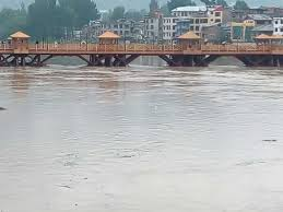 Water level raises in Jhelum, crosses flood alarm level at Sangam