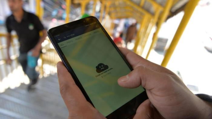 Mobile internet, calling services snapped in Pulwama