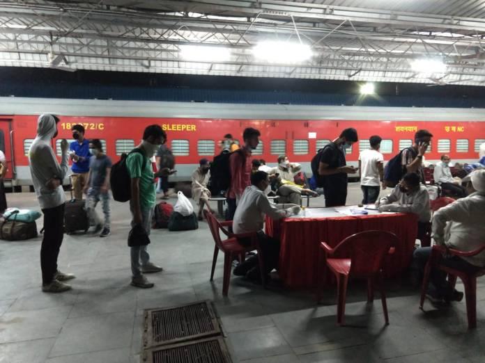 Over five hundred Kashmiri students stranded in Aligarh demand evacuation