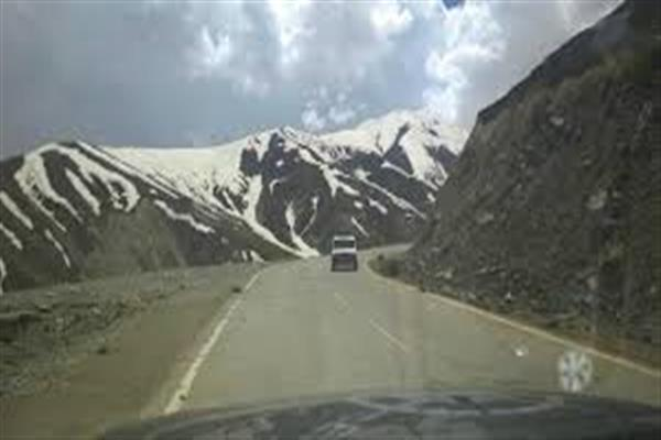 Govt delays opening of Mughal road, traders agitated