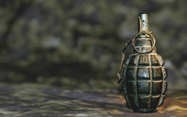 Two policemen injured in grenade attack at Saraf Kadal