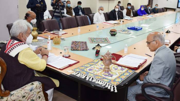 Govt signs historic MoU with Flipkart to promote local handloom and handicrafts sector