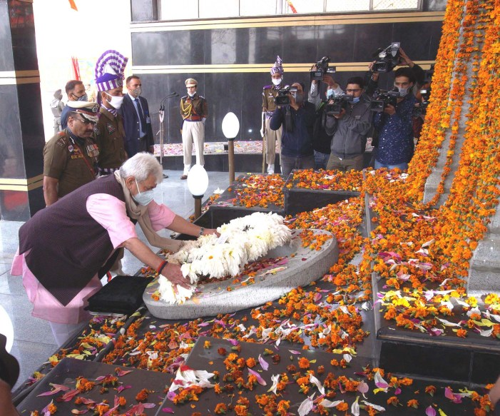 Lt Governor pays rich tributes to Police Martyrs; lays floral wreath at the Martyrs' Memorial